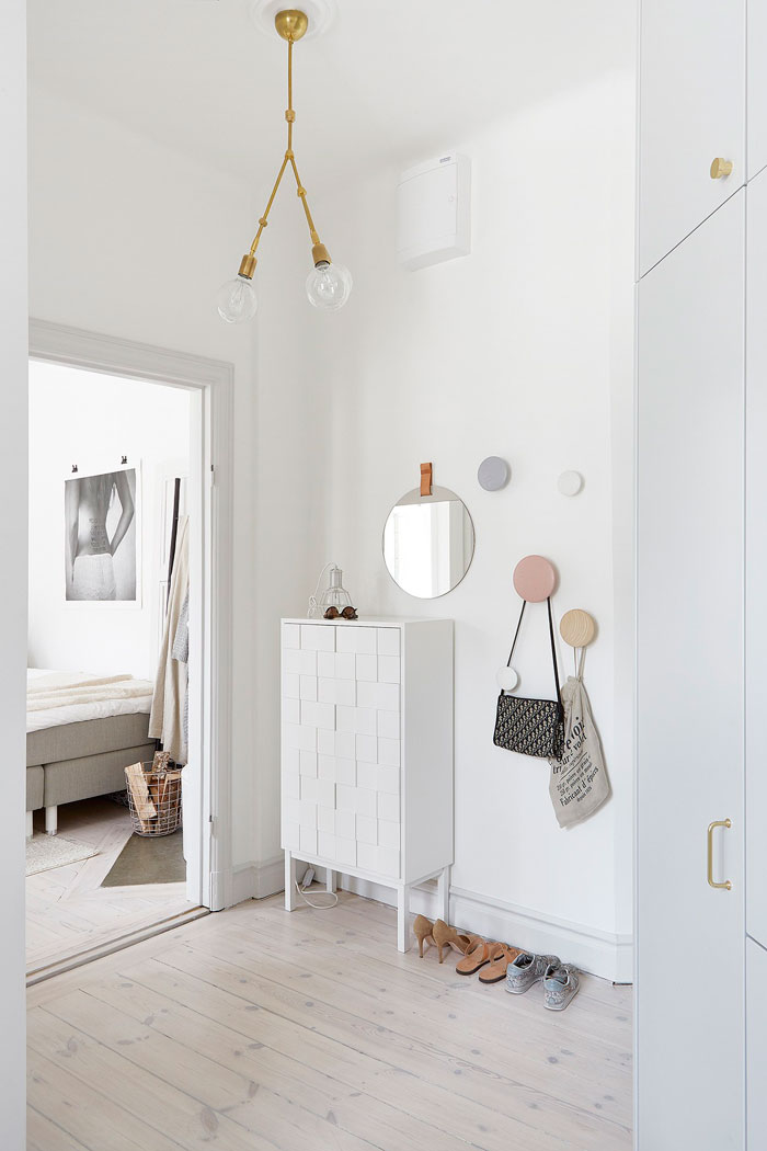 Beautifully-Simple-and-Pared-Down-Interior-06