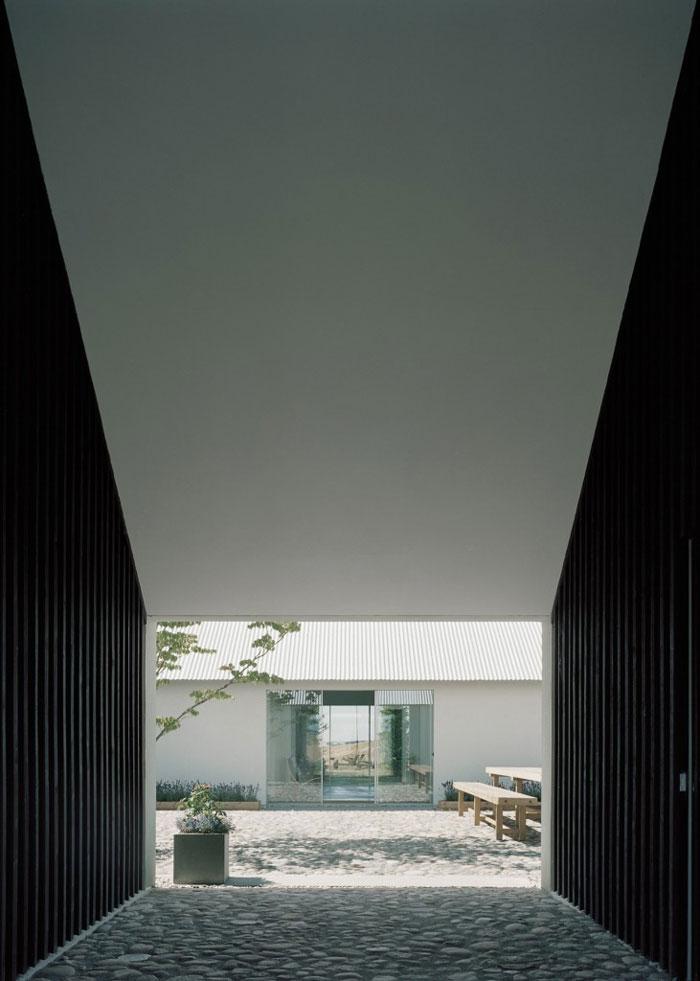 Fantastic-Minimalist-Architectural-Home-07