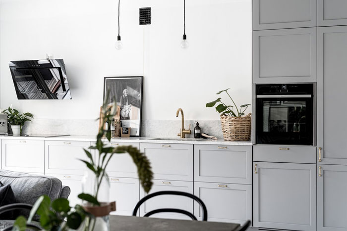 Stylish-Monochrome-Swedish-Apartment-02