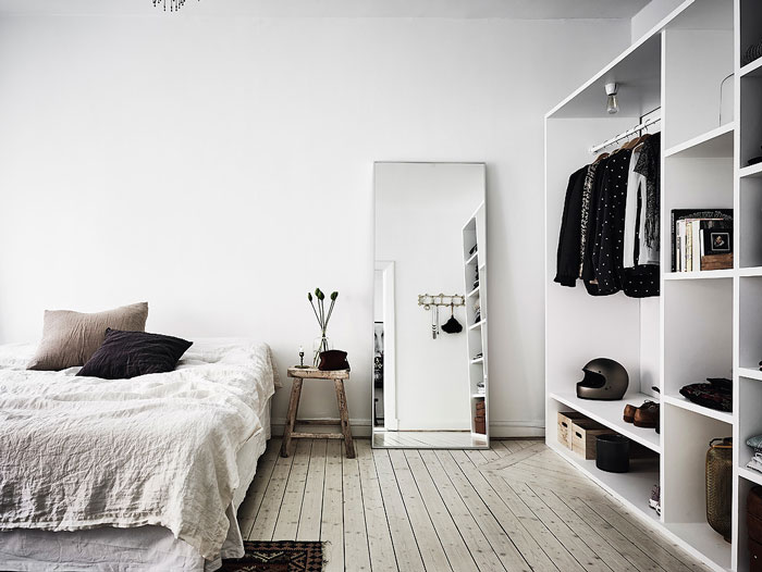 Serene-and-Bright-Gothenburg-Apartment-with-an-Ethnic-Touch-08