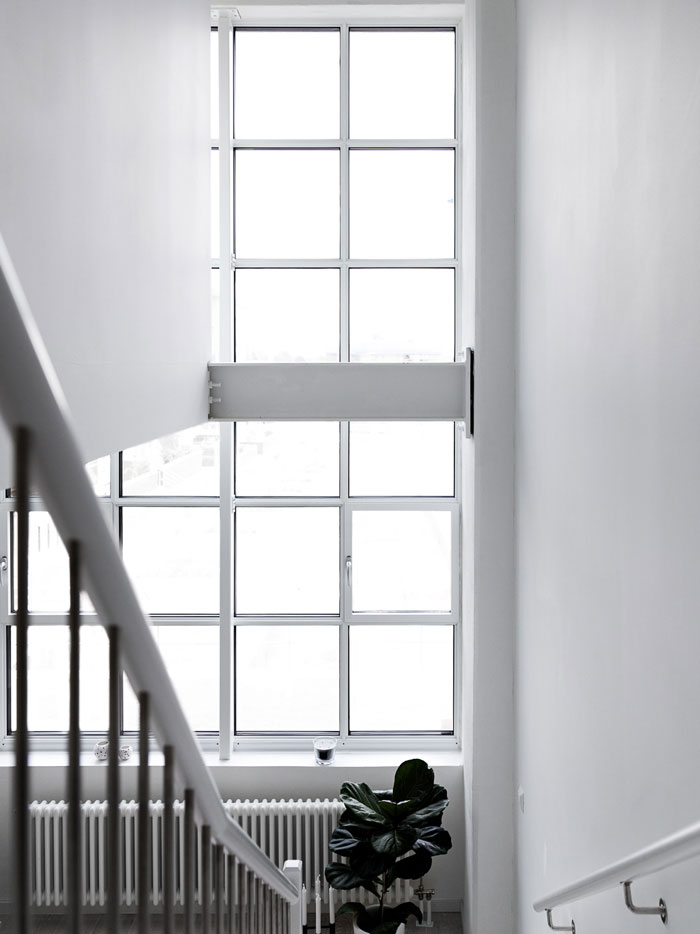All-White-Bright-and-Airy-Cocoon-in-Sweden-07