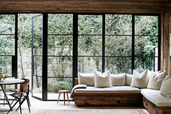 An-Inspiring-Interior-in-Natural-Tones-in-Los-Angeles-01