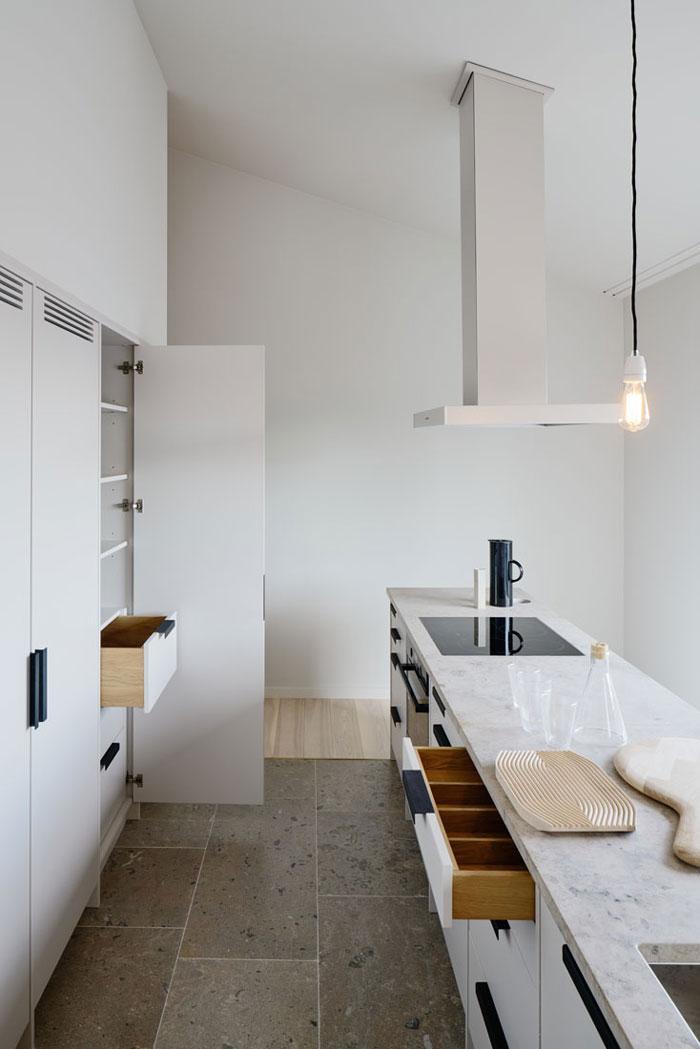 Minimalist-Residence-in-Stockholm-by-Kolman-Boye-05