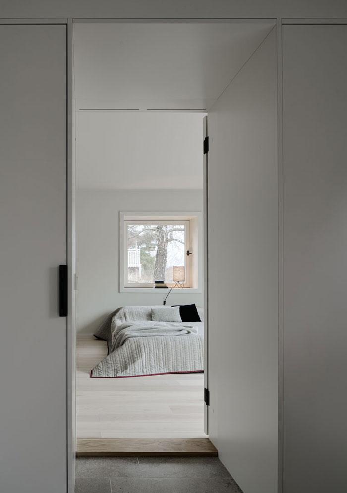 Minimalist-Residence-in-Stockholm-by-Kolman-Boye-07