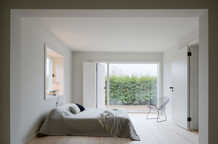 Minimalist-Residence-in-Stockholm-by-Kolman-Boye-08