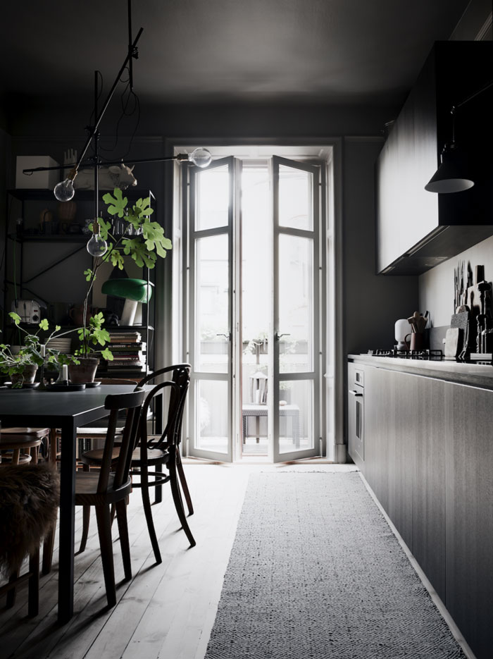 The-Dark-and-Cocoon-like-Home-of-Stylist-Lotta-Agaton-01