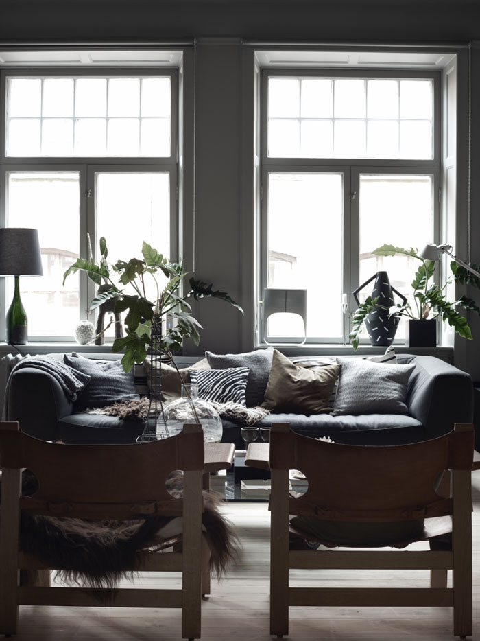 The-Dark-and-Cocoon-like-Home-of-Stylist-Lotta-Agaton-02