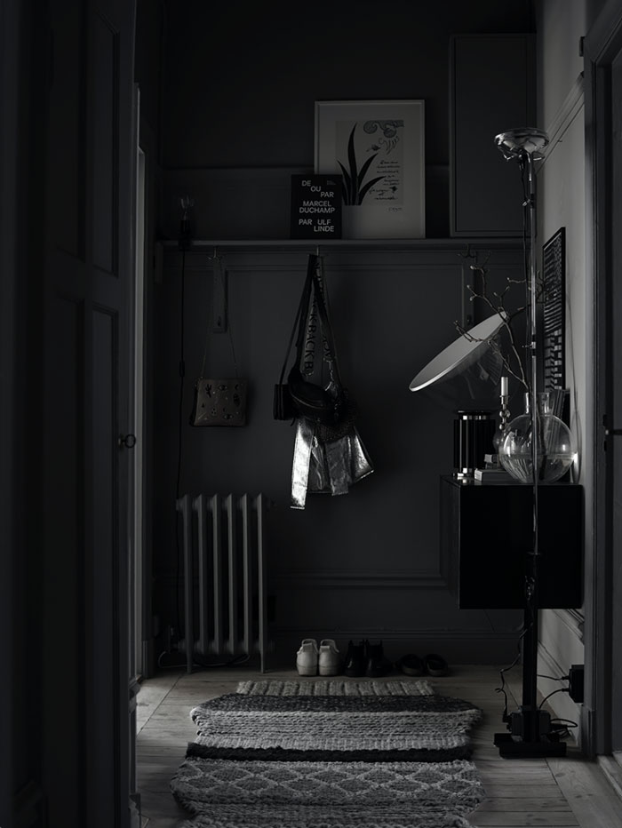 The-Dark-and-Cocoon-like-Home-of-Stylist-Lotta-Agaton-06