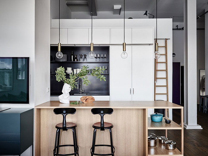 Modern-Loft-with-Pops-of-Colors-05