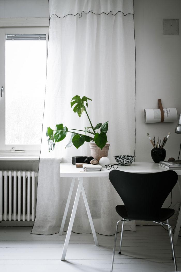 Beautiful-Monochrome-Studio-Apartment-in-Sweden-01