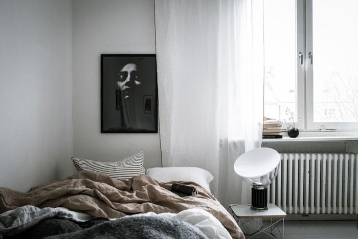 Beautiful-Monochrome-Studio-Apartment-in-Sweden-02