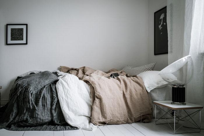 Beautiful-Monochrome-Studio-Apartment-in-Sweden-03