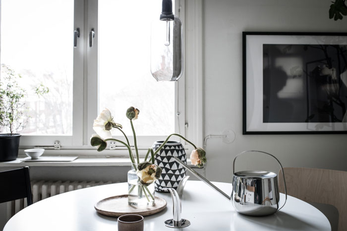 Beautiful-Monochrome-Studio-Apartment-in-Sweden-05