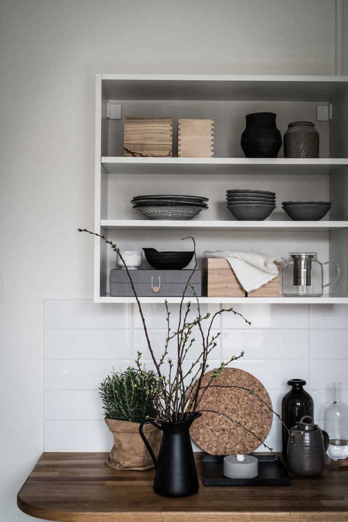 Beautiful-Monochrome-Studio-Apartment-in-Sweden-08