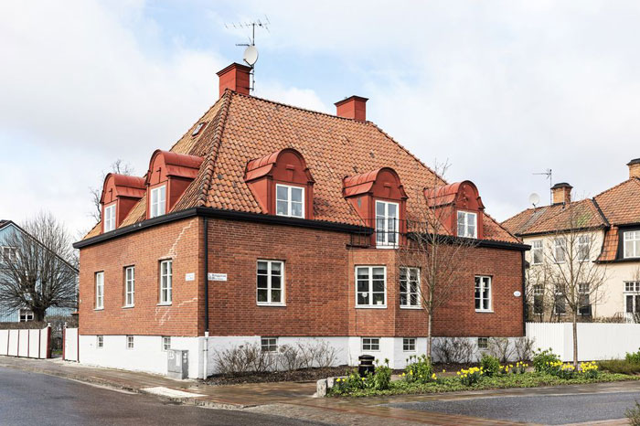1920s-Villa-with-lots-of-Scandinavian-designs-04