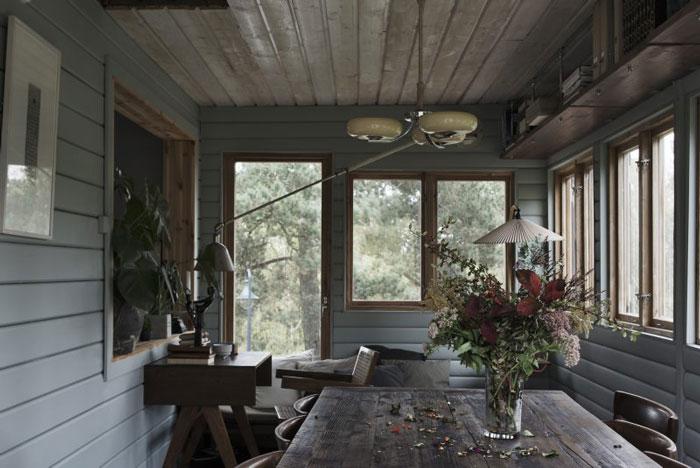 Swedish-Summerhouse-Infused-with-Nostalgia-03