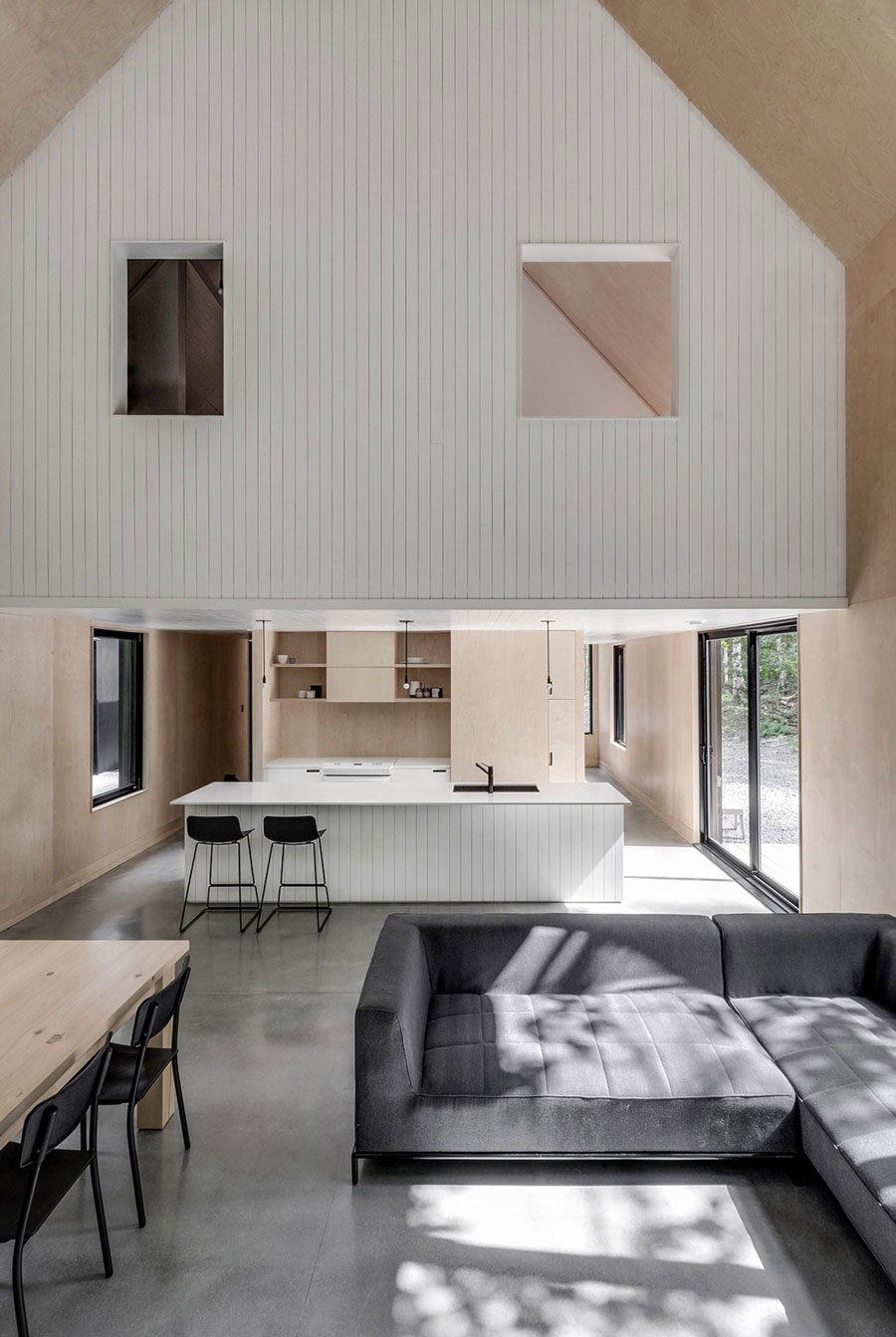 Tour a stunning forest getaway by montreal based firm appareil architecture nordicdesign for Montreal interior design firms