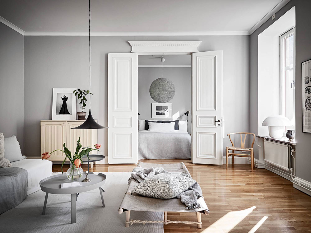 Tour a luminous cozy and stylish family home in sweden for Colori per salone