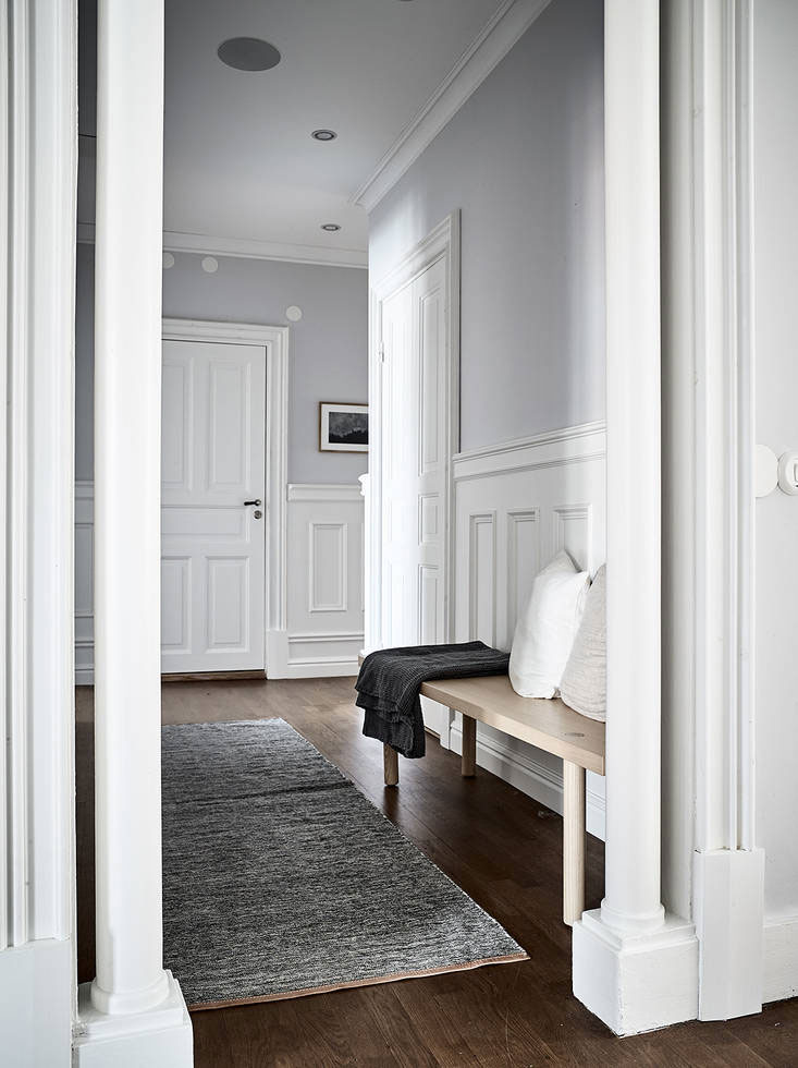 Tour a Classic and Spacious Apartment with Historical ...
