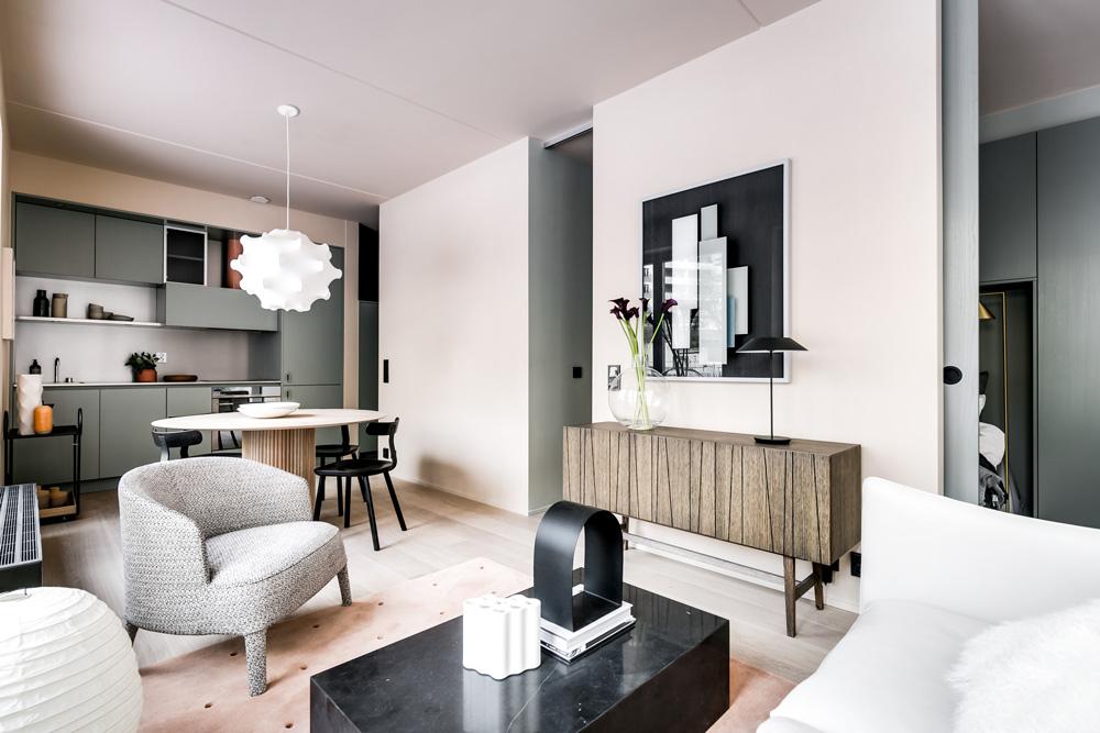 Step inside a stylish urban apartment by note design for Foto di case belle arredate
