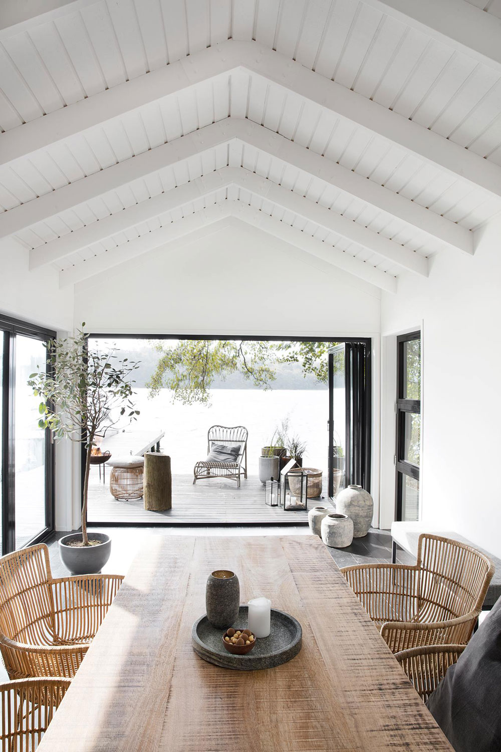 Let's Celebrate Summer with this Awe-Inspiring and Effortlessly Stylish Outdoor Space