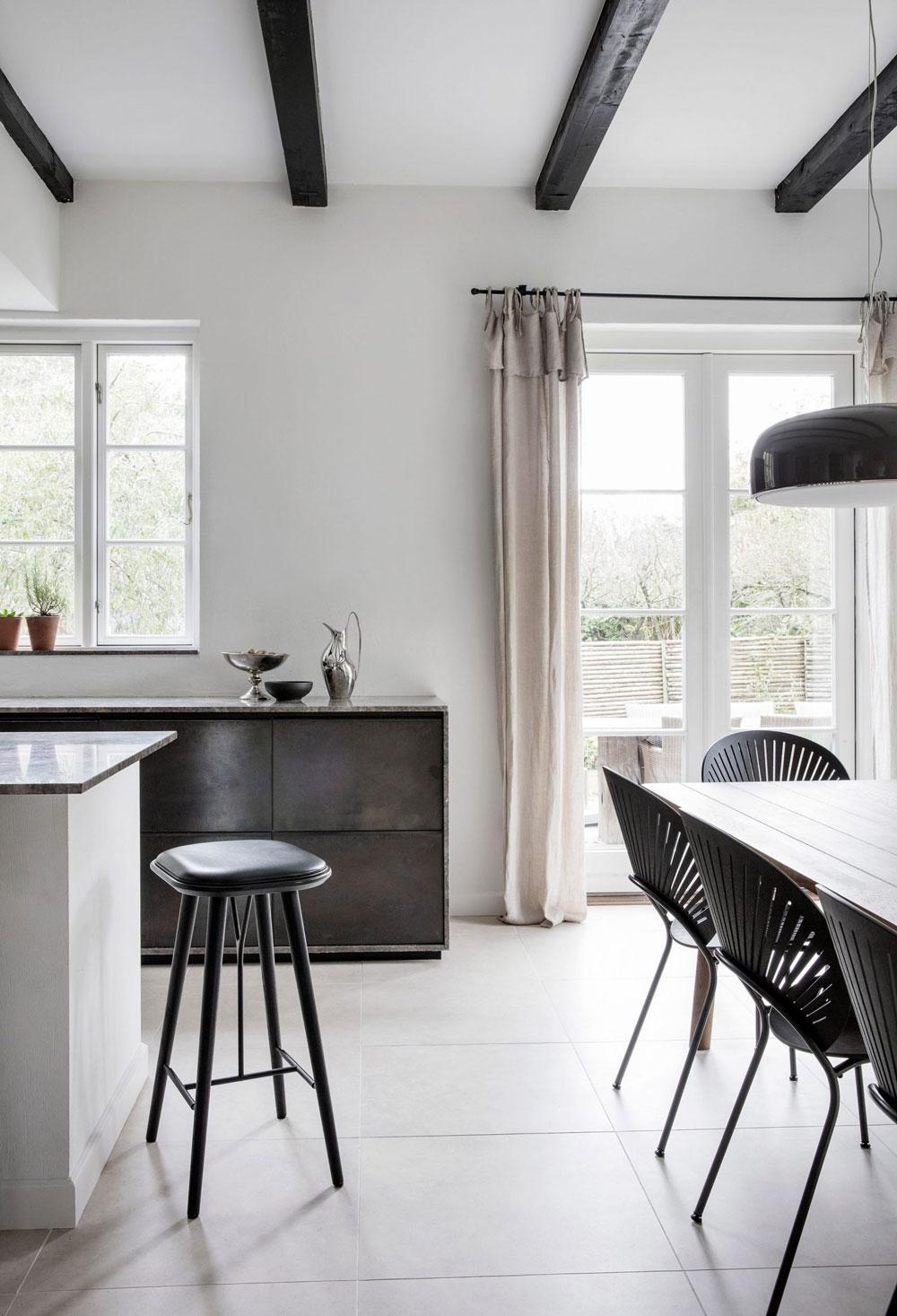 Tour the sophisticated and serene home of a danish design brand 39 s ceo nordicdesign - Casa nordica arredamento ...