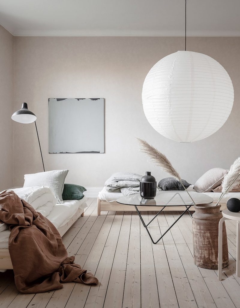 A Light-Filled Interior with a Soft, Natural Palette
