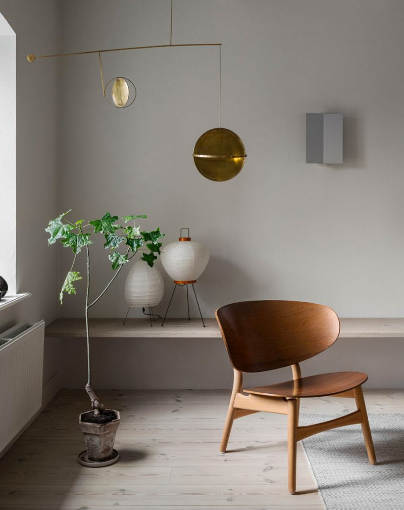 This Interior is a Masterclass in Warm Minimalism with Gorgeous Brass Details